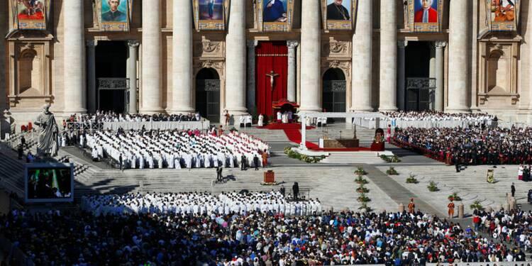 Le pape canonise sept personnes dont deux Français