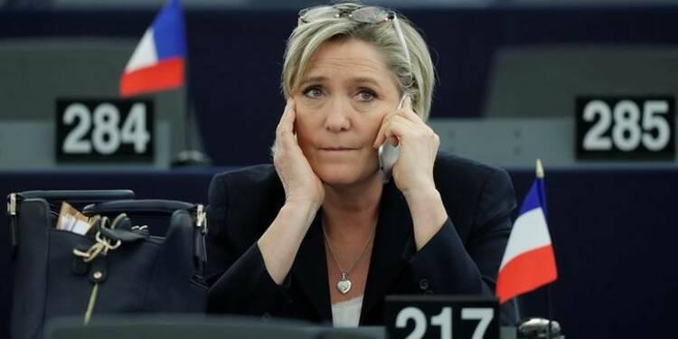 Le Pen, Fillon, Macron, trio de tête selon un sondage