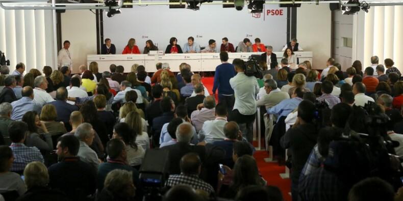 Le Psoe ouvre la voie à la reconduction de Rajoy en Espagne