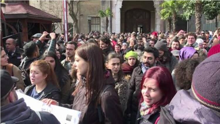 Istanbul : manifestation de soutien aux professeurs limogés