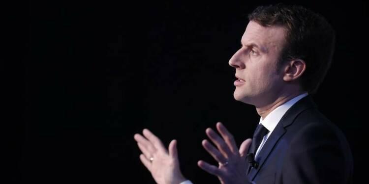 """Macron juge """"choquant"""" l'appel à manifester du camp Fillon"""