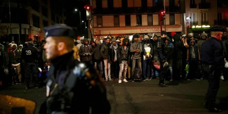 """Le """"centre humanitaire"""" pour migrants ouvre à Paris"""