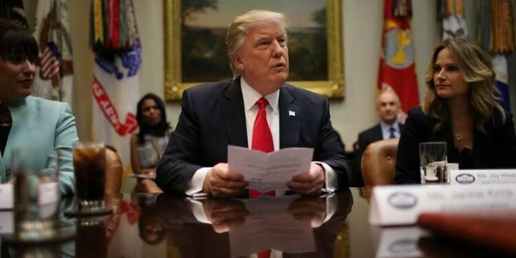 Trump ignore les critiques après la contestation de son décret