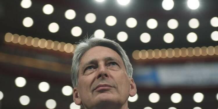Hammond s'efforce de rassurer sur l'impact économique du Brexit