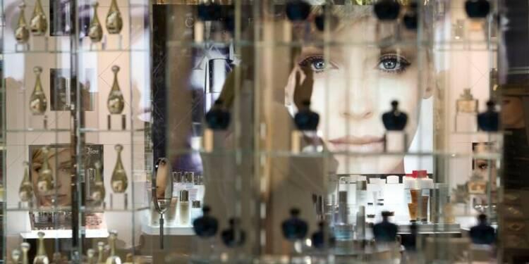 Succès des parfums féminins visant les jeunes générations