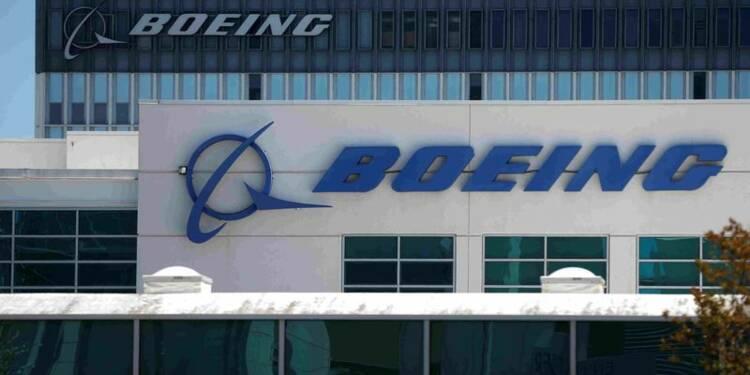 Boeing réorganise défense et espace; supprime 500 emplois