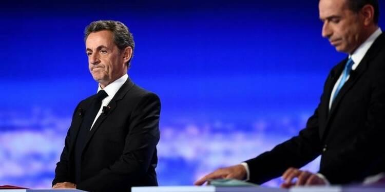 Sarkozy dénonce ses rivaux qui l'attaquent sur les affaires