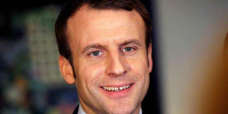 Macron toujours en tête devant Fillon au premier tour, d'après un sondage