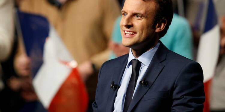 """Macron se pose en antidote au """"pessimisme"""" de Fillon et Le Pen"""