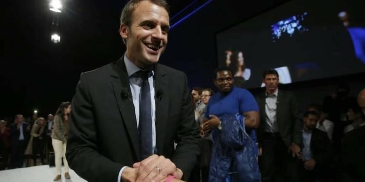"""Emmanuel Macron présente sa """"société du choix"""" au Mans"""