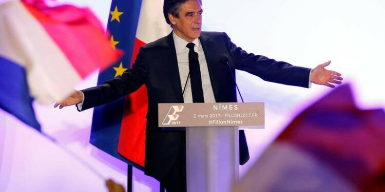 """Fillon appelle ses partisans """"à résister"""" avec """"une force calme"""""""