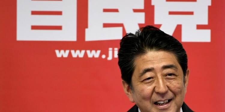 Japon: Shinzo Abe annonce un plan de relance massif de plus de 240 milliards d'euros (médias)