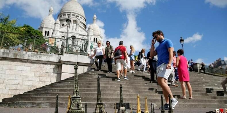 Plus de 80 millions de touristes étrangers en France en 2016, dit Ayrault