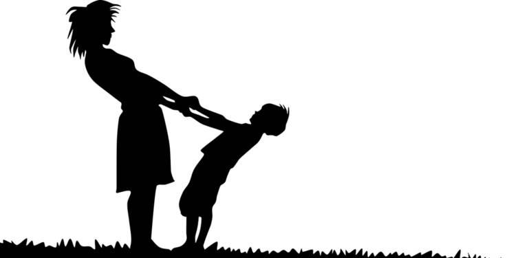 Peut-on refuser que le nom du père soit adjoint au nom de famille d'un enfant ?