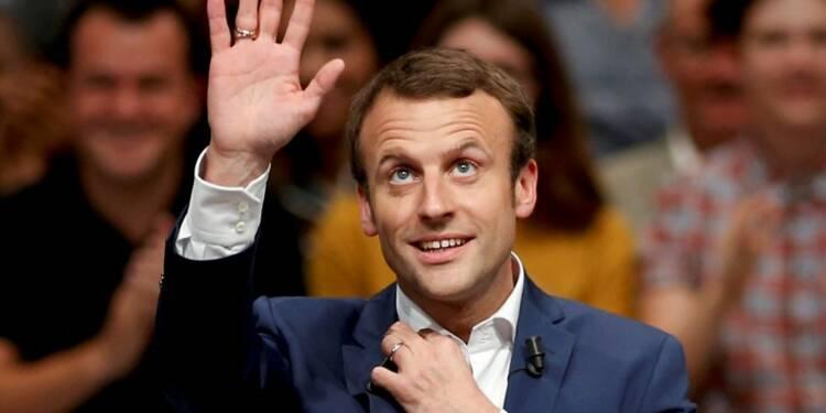 Emmanuel Macron devancerait François Hollande au 1er tour