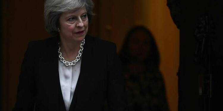 Theresa May s'efforce de rassurer le patronat sur le Brexit