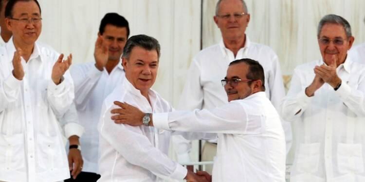 Bogota et les Farc signent la paix après 52 ans de conflit