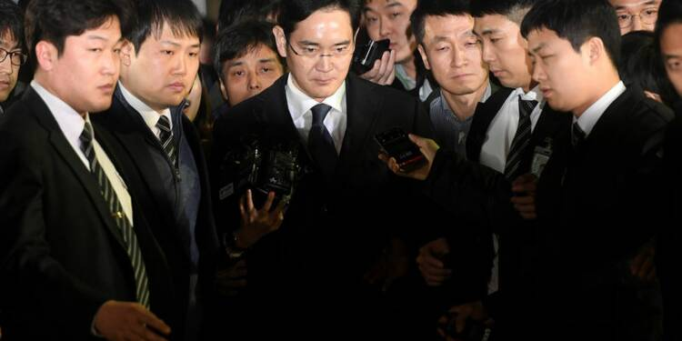 Le patron de Samsung écroué dans une affaire de trafic d'influence