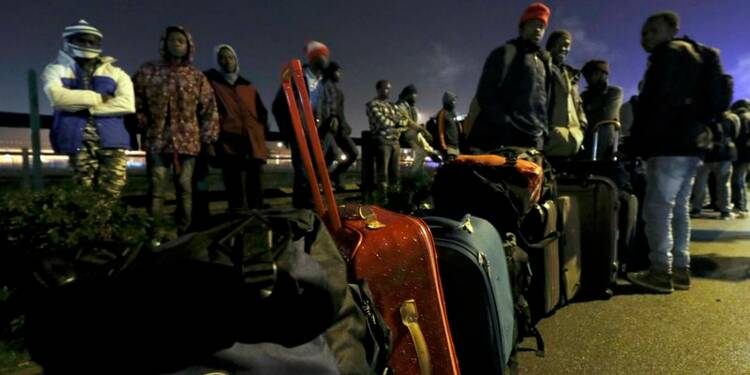 """Un tiers des migrants de la """"jungle"""" de Calais évacués"""