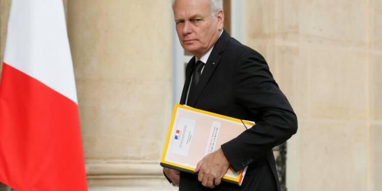 """La Françafrique est """"derrière nous"""", dit Ayrault sur le Gabon"""