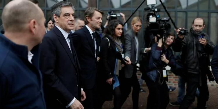 Attaqué par Bayrou, Fillon peine à relancer sa campagne