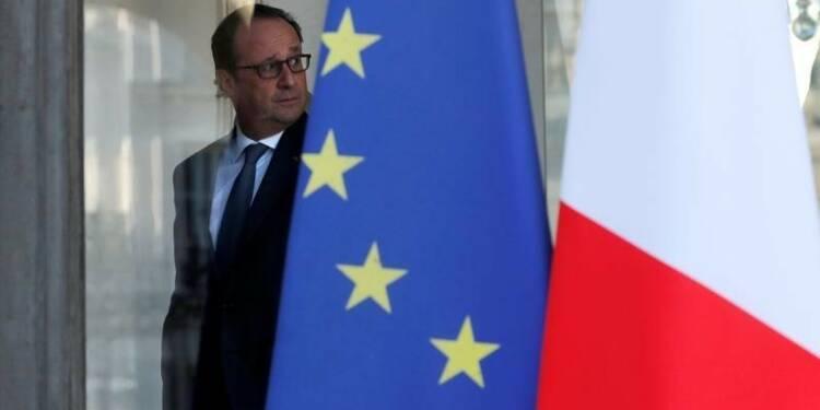 Hollande tente d'éteindre l'incendie qu'il a allumé
