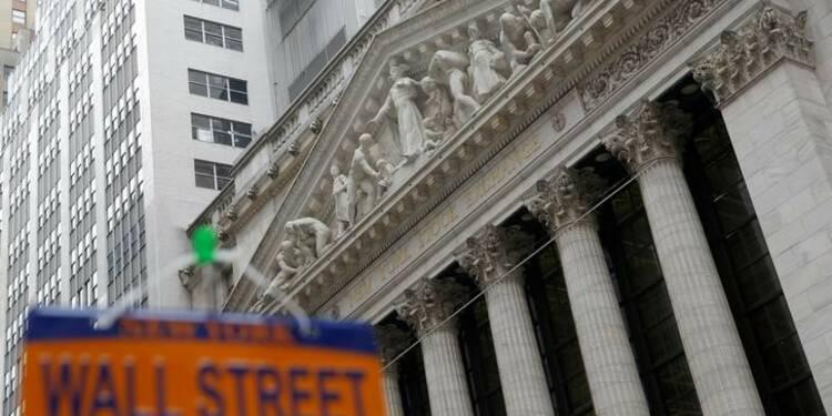 Wall Street ouvre à des records, dopée par la distribution