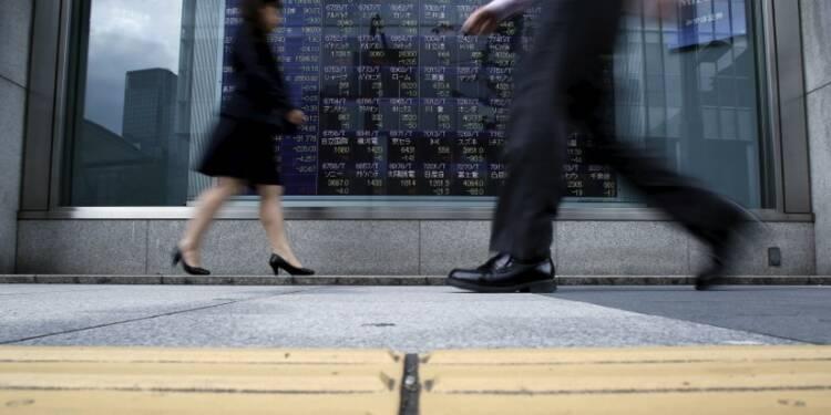 La Bourse de Tokyo finit en baisse; Toshiba chute
