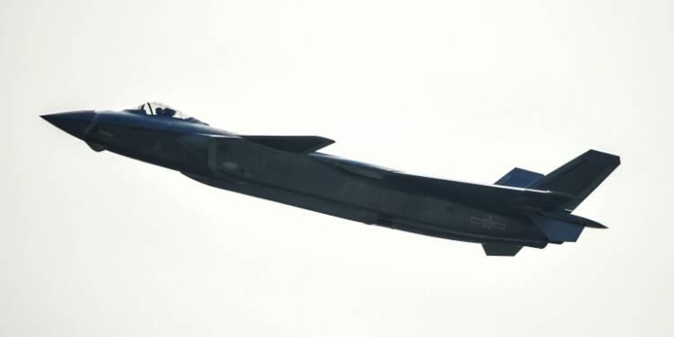 Chine: l'avion de chasse furtif J-20 présenté officiellement