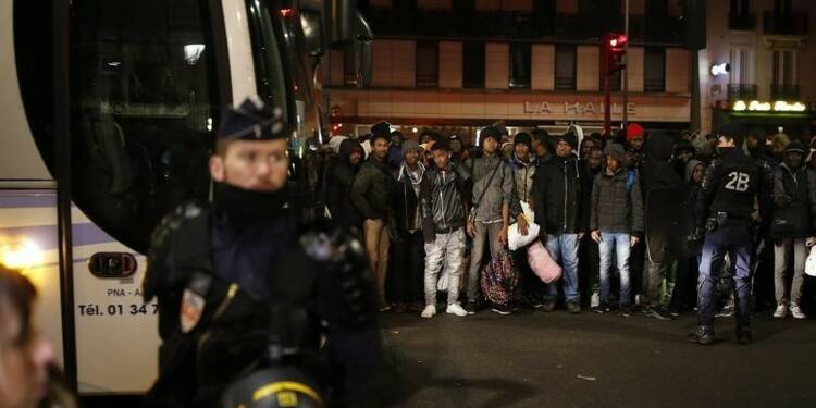 Plus de 3.800 migrants évacués du camp de Stalingrad à Paris