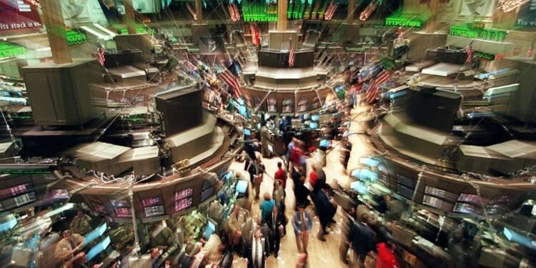 Wall Street finit en nette baisse, déçue par Alcoa et plombée par le dollar