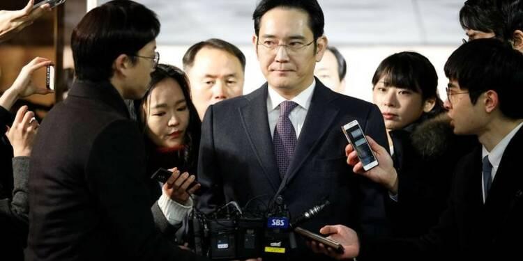 Mandat d'arrêt demandé contre le patron de Samsung