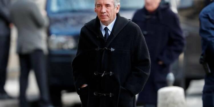 Bayrou estime que Fillon doit renoncer à se présenter
