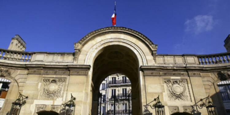 Hollande promet un geste pour la classe moyenne sur les impôts