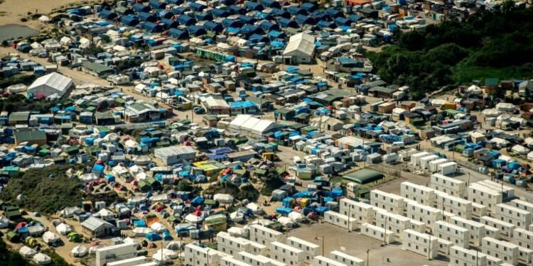 """Démantèlement de la """"Jungle"""" de Calais: début de l'opération escargot"""
