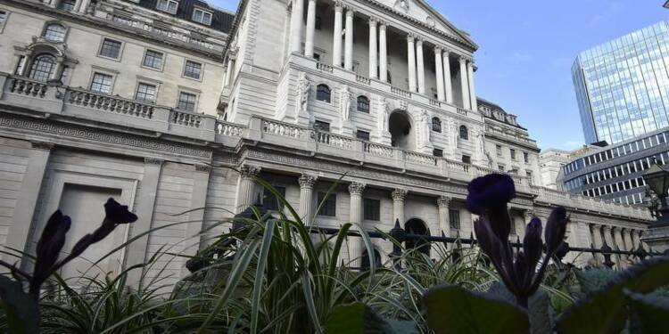 La Bank of England vote le statu quo, mais pas à l'unanimité