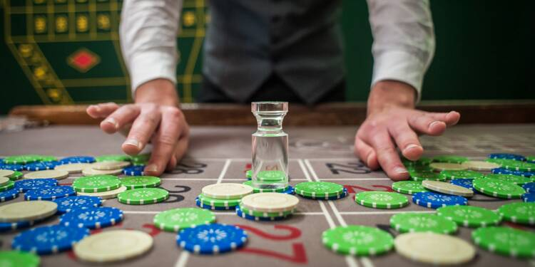 Casinos : comment devenir croupier
