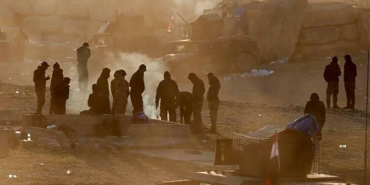 Les forces irakiennes approchent d'un pont stratégique à Mossoul