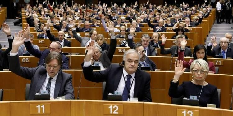 L'immunité de Le Pen levée pour diffusion d'images violentes