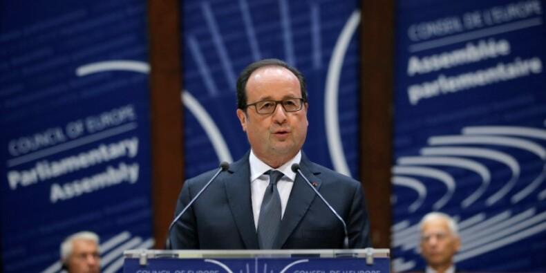 """Hollande prône un dialogue """"ferme et franc"""" avec la Russie"""
