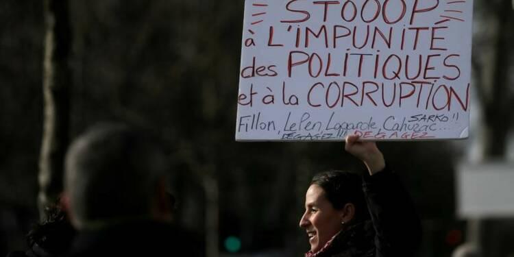 Appels à une manifestation contre la corruption des élus dimanche à Paris