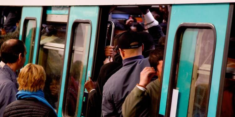 Bondé, sale, dangereux… Elus et humoristes attaquent Anne Hidalgo sur le métro