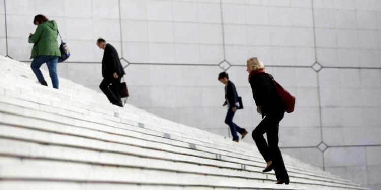 """""""Blonde"""" ou """"barbie"""": une enquête dépeint le sexisme au travail"""