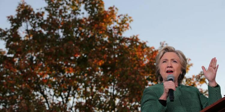 """Clinton parle de Trump comme d'un """"mauvais perdant"""""""