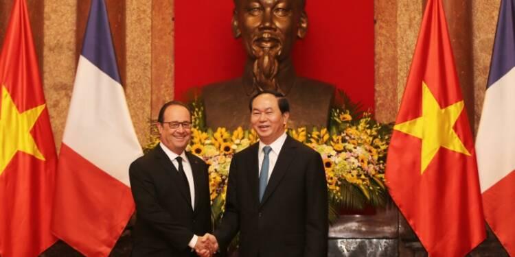 Hollande au Vietnam pour tenter de profiter de la croissance économique