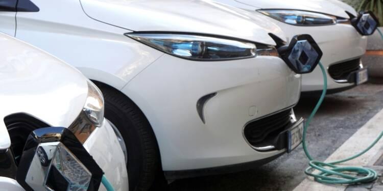 Pénurie de carburant: les automobiles électriques avancent leurs pions
