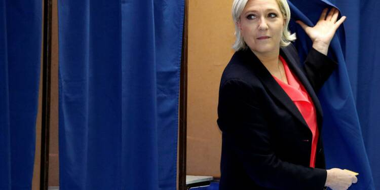 """Battue, Le Pen annonce une """"transformation profonde"""" du FN"""