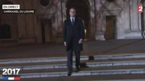 Regardez comment Emmanuel Macron s'est inspiré de François Mitterrand lors de son arrivée au Louvre