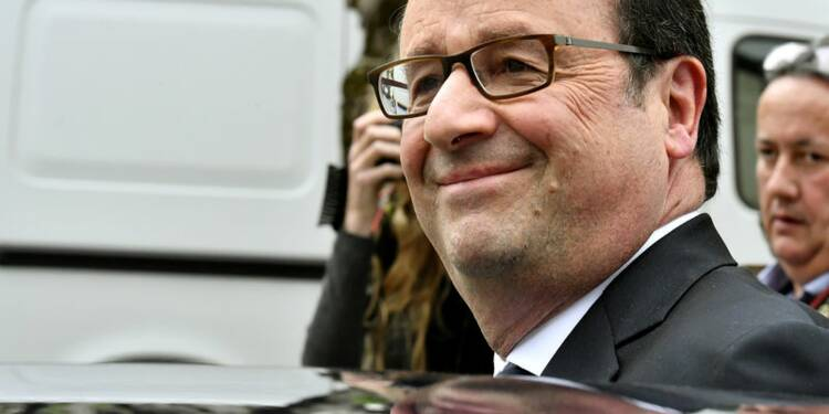 "Hollande félicite ""chaleureusement"" Macron"