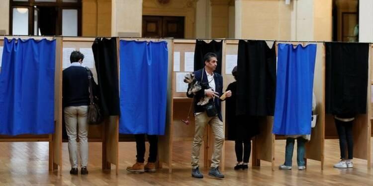 Les électeurs appelés à choisir entre Macron et Le Pen